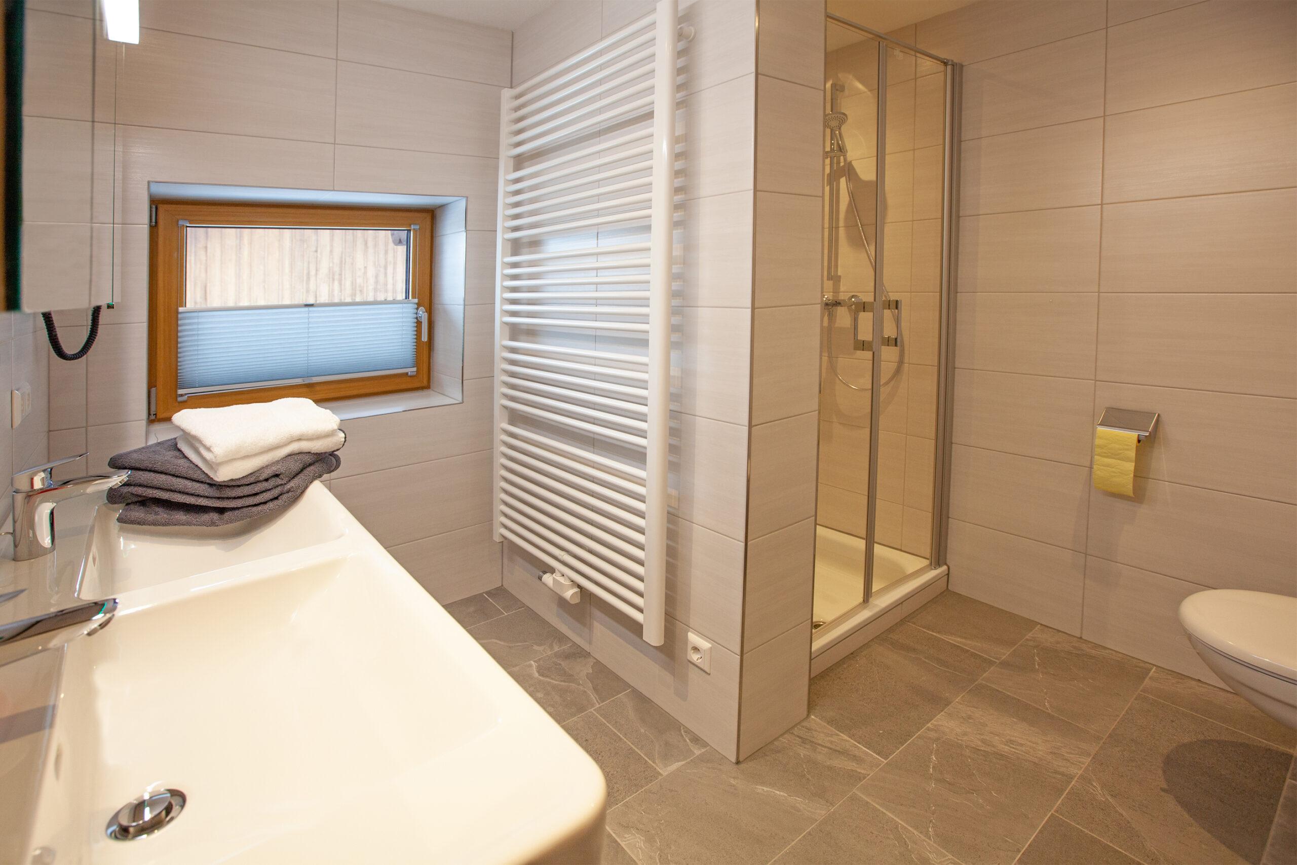 Badezimmer im Apartment Hochbifang
