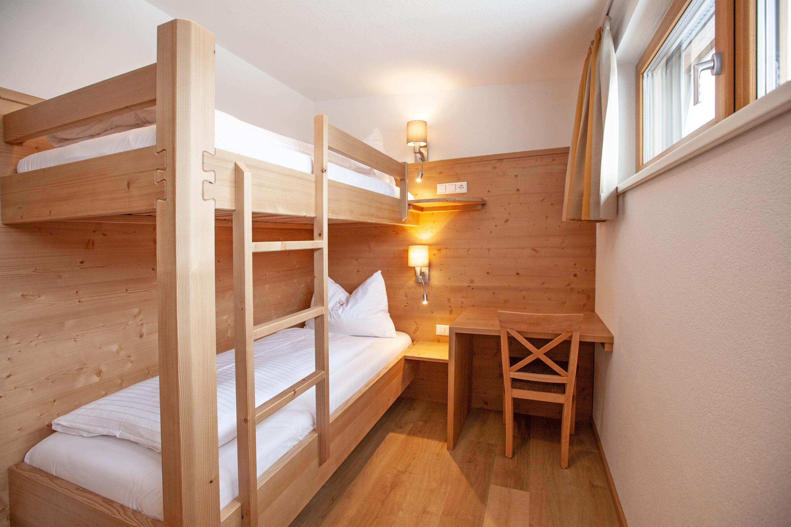 Stockbett im Dreibettzimmer im Apartment Hochbifang